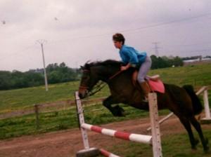 poney à l'obstacle