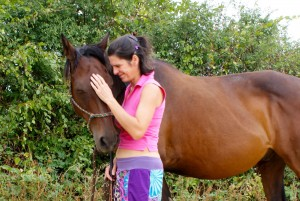 câlins avec mon cheval Olivo