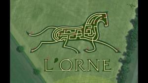 labyrinthe en forme de cheval vu du ciel