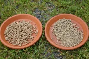 deux sortes de granulés pour chevaux sont présentés