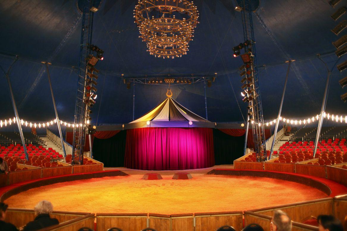 Les secrets de la famille gruss - Dessin d un chapiteau de cirque ...