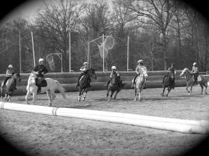 jeu de horseball avec plusieurs cavaliers à cheval